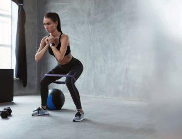 Élastiques de musculation : l'accessoire caméléon par excellence